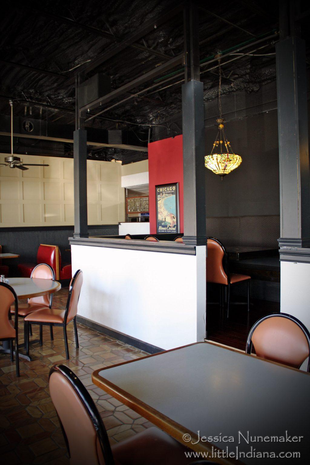 Cedar Lake, Indiana: Pier 74 Restaurant and Bar Inside
