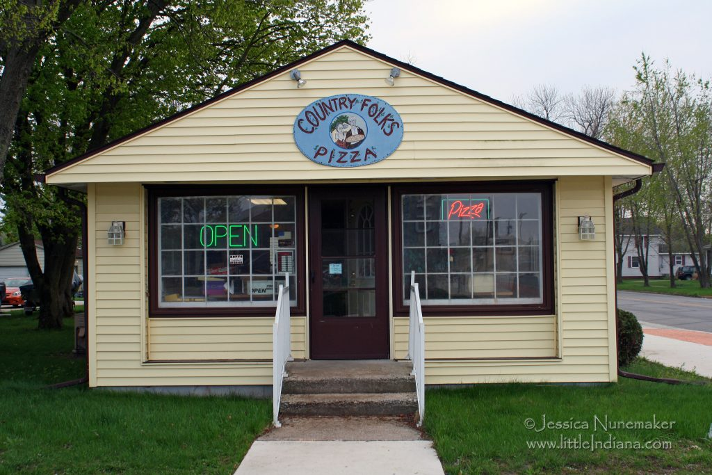 Country Folks Pizza: Kouts, Indiana