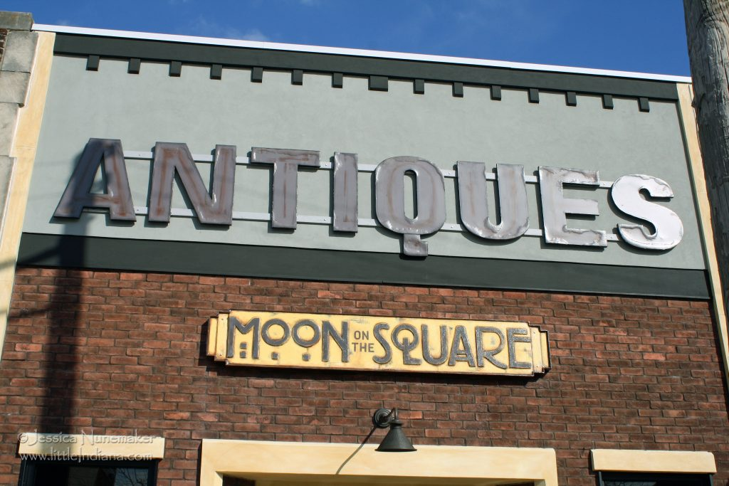 Kirklin, Indiana: Moon on the Square Antiques