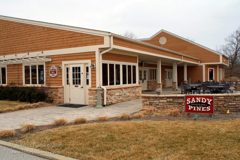 Sandy Pines Sports Grill: DeMotte, Indiana