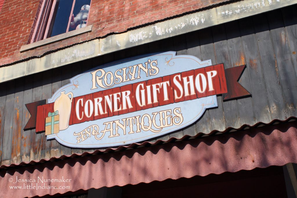 Roslyn's Corner Gift Shop and Antiques: Paoli, Indiana
