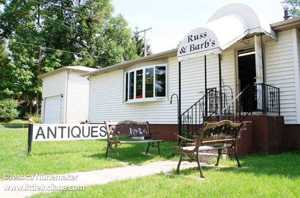 Russ and Barb's Antiques in Chesterton, Indiana Exterior
