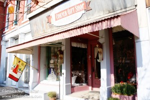 Roslyn's Corner Gift Shop and Antiques in Paoli, Indiana