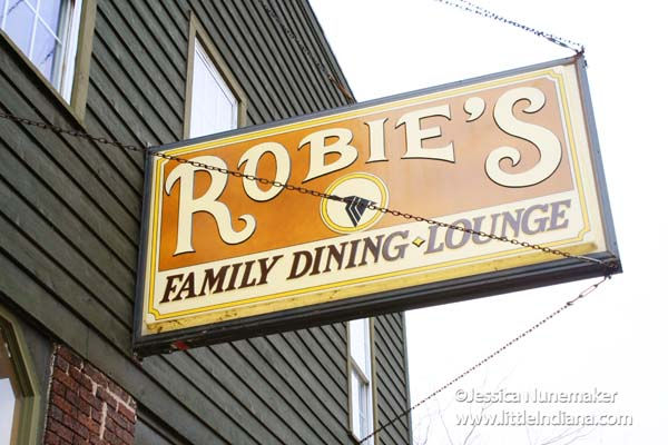 Robie's Restaurant: Family Dining and Lounge in Attica, Indiana