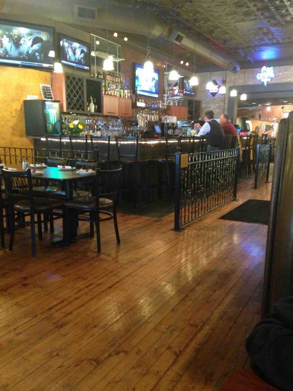 Margarita s bar and grill in valparaiso indiana for Indyanna pub