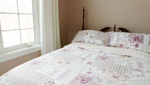 3 Fat Labs Bed and Breakfast in Greencastle, Indiana Bedroom