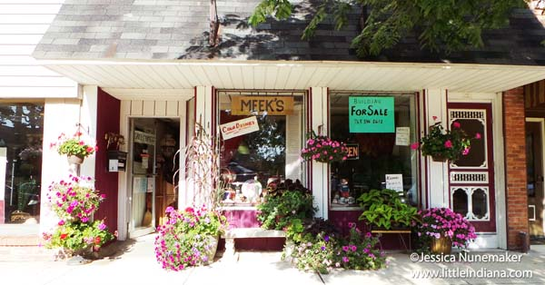 Meeks Consignment and Antiques in Winchester, Indiana Exterior