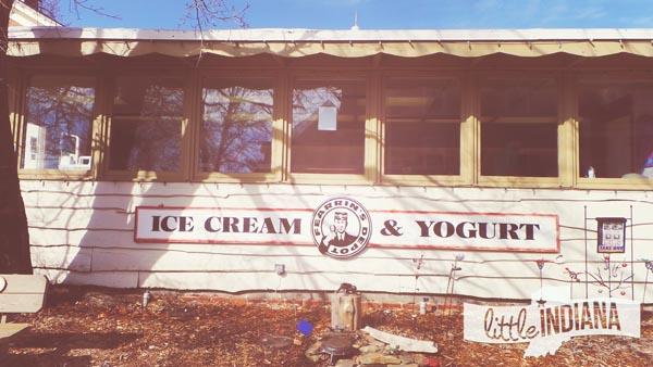 Fearrin's Ice Cream and Yogurt Depot in Nashville, Indiana Exterior