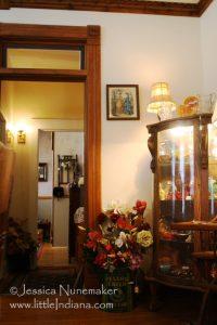 Hebron, Indiana: Old Farmhouse Antiques
